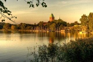 Aussicht vom so genannten Barlachblick über den Ratzeburger See zum mächtigen Dom der Inselstadt., © Jens Butz / Tourist-Information Ratzeburg