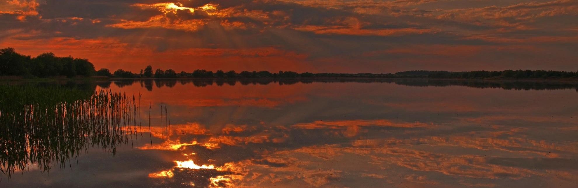 Der Mechower See zeigt sich von seiner farbenfrohsten Seite., © Thomas Ebelt / HLMS GmbH