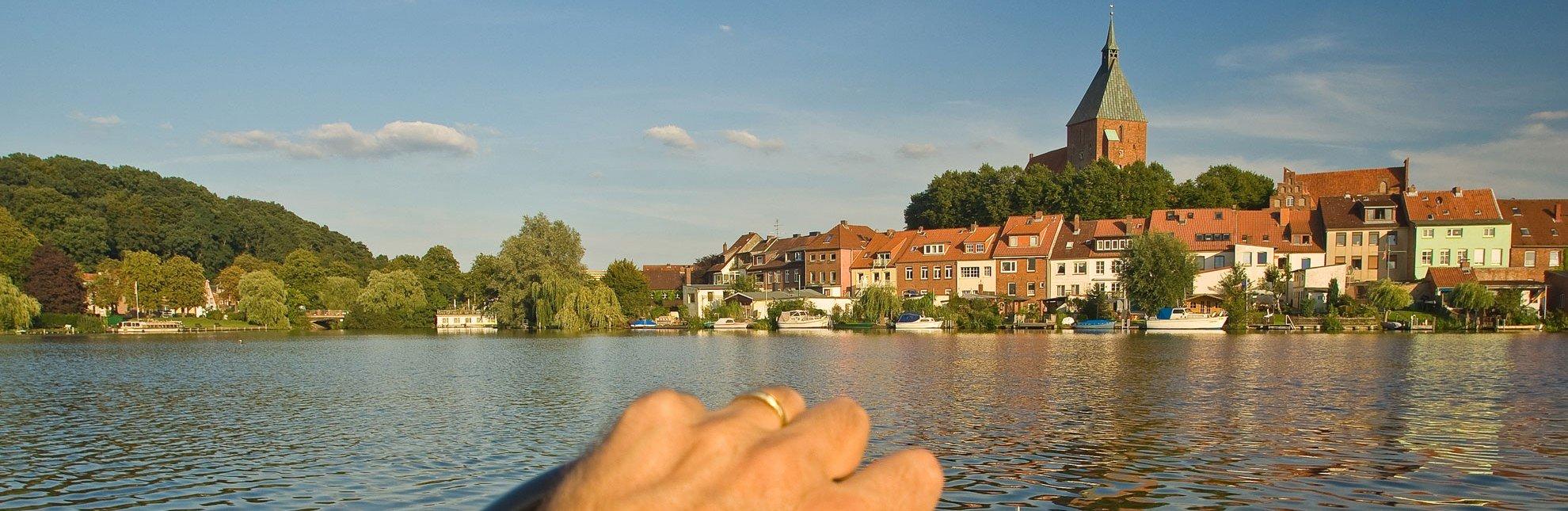 Altstadtblick auf Mölln über den Stadtsee vom Boot aus, © Thomas Ebelt / Mölln Tourismus