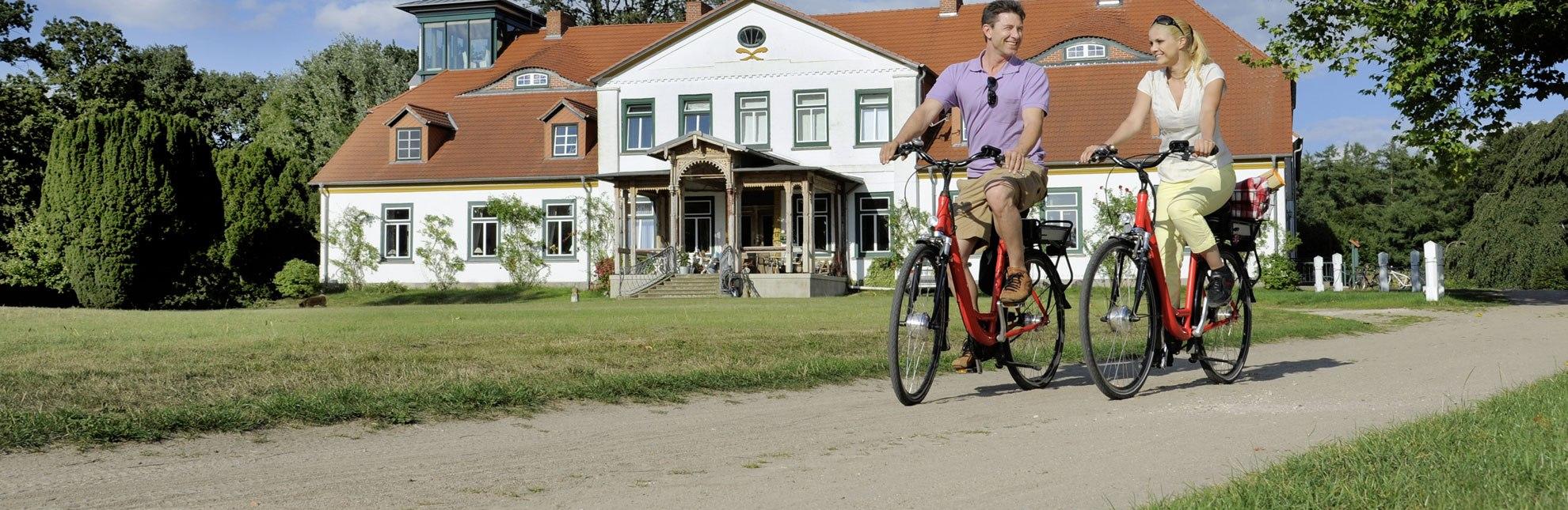 Radfahrer an der Kutscherscheune, © photocompany GmbH