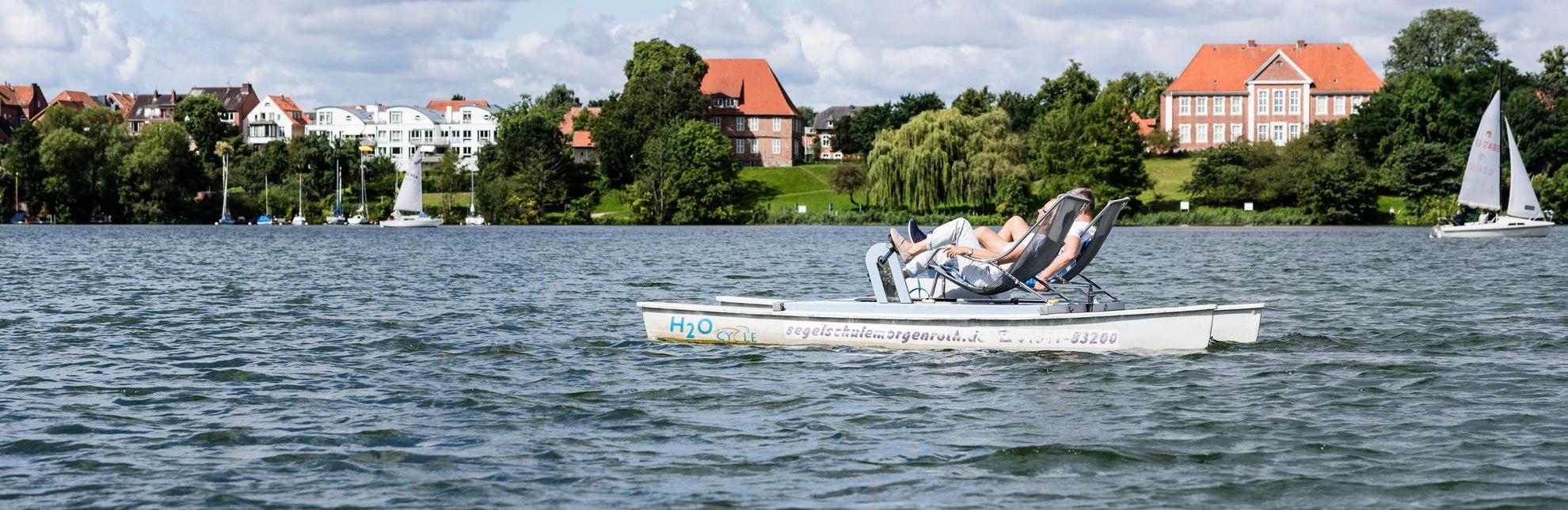 Umrunden Sie die Stadtinsel von Ratzeburg mit dem Tretboot., © Markus Tiemann / HLMS GmbH