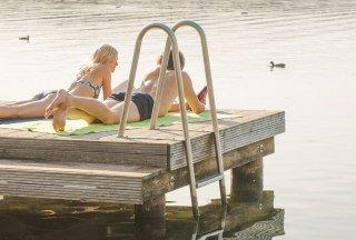 Weit in die Ferne schweift der Blick beim Sonnenbaden am Ratzeburger See., © Nicole Franke / HLMS GmbH