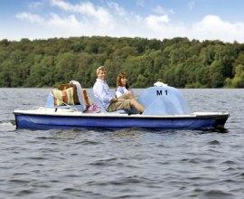 Kutschieren Sie Ihre Liebste doch einmal wieder im Tretboot über die lauenburgischen Seen., © photocompany GmbH / HLMS GmbH