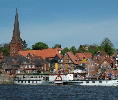 Das größte Exponat des Elbschifffahrtsmuseums für Sie auf der Elbe unterwegs - der Raddampfer Kaiser Wilhelm, © Andreas Westphalen