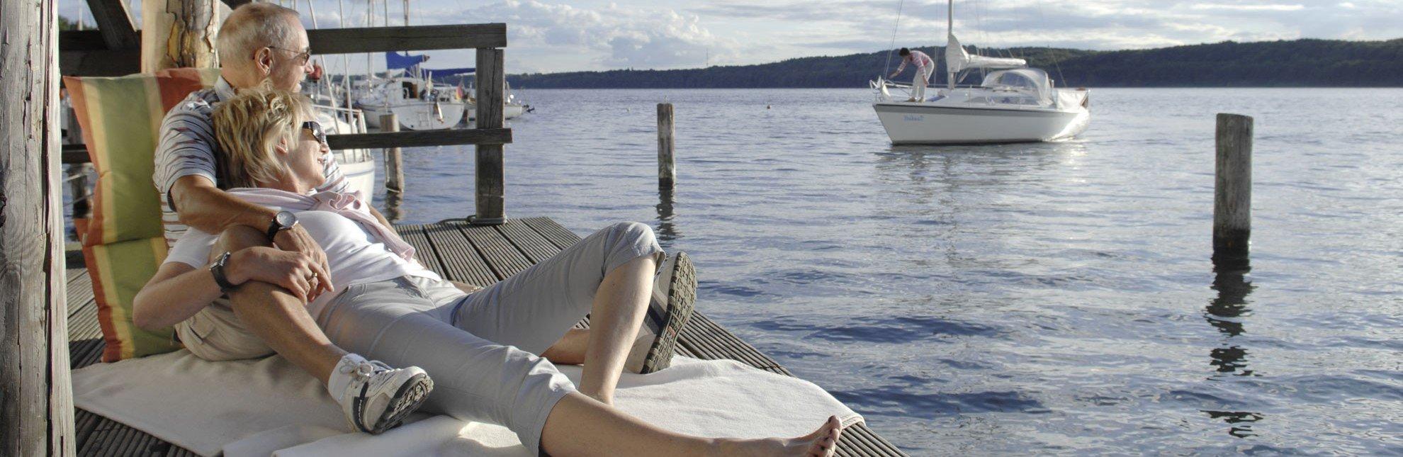 Entspannt am Ratzeburger See den Segelbooten zu schauen., © photocompany GmbH