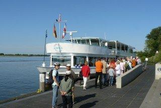 Das Salonschiff Aurora startet seine Schiffsausflüge in Geesthacht vom Schiffsanleger am Menzer-Werft-Platz, © Tourist-Information Geesthacht