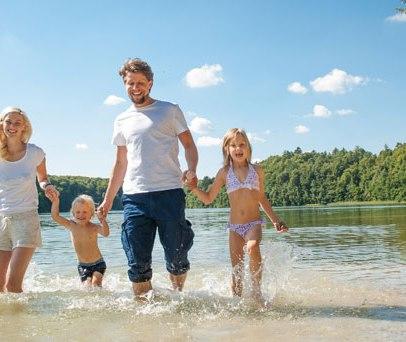 In zahlreichen Seen des Naturparks Lauenburgische Seen dürfen Sie ungetrübten Badespaß genießen., © Nicole Franke / HLMS GmbH