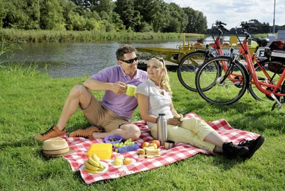 Picknick am Elbe-Lübeck-Kanal, © photocompany GmbH