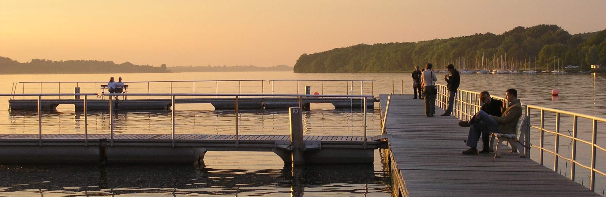 Abendstimmung am Ratzeburger See: Die Badeanstalt an der Schlosswiese., © Carina Jahnke / HLMS GmbH