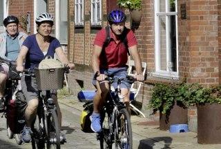 unterwegs mit dem Rad zwischen Lauenburg und Geesthacht, © photocompany/ HLMS