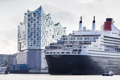 Elbphilharmonie mit Queen Mary 2 in Hamburg, © Jörg Madrow - Metropolregion Hamburg