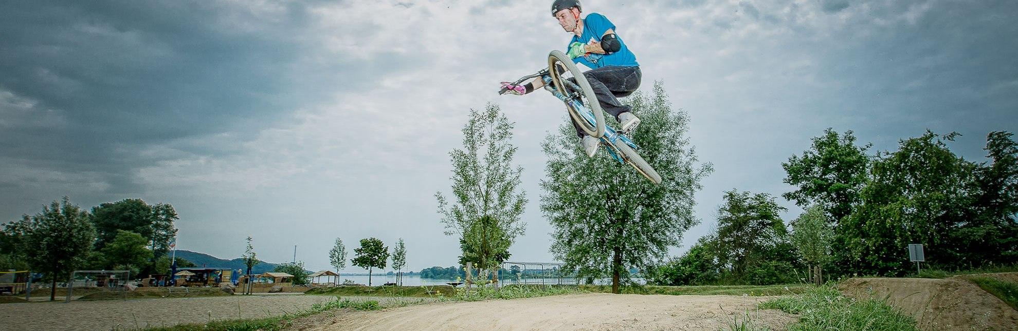 Biker auf dem Dirt Bike Parcours Geesthacht, © Kai Treffan Fotografie