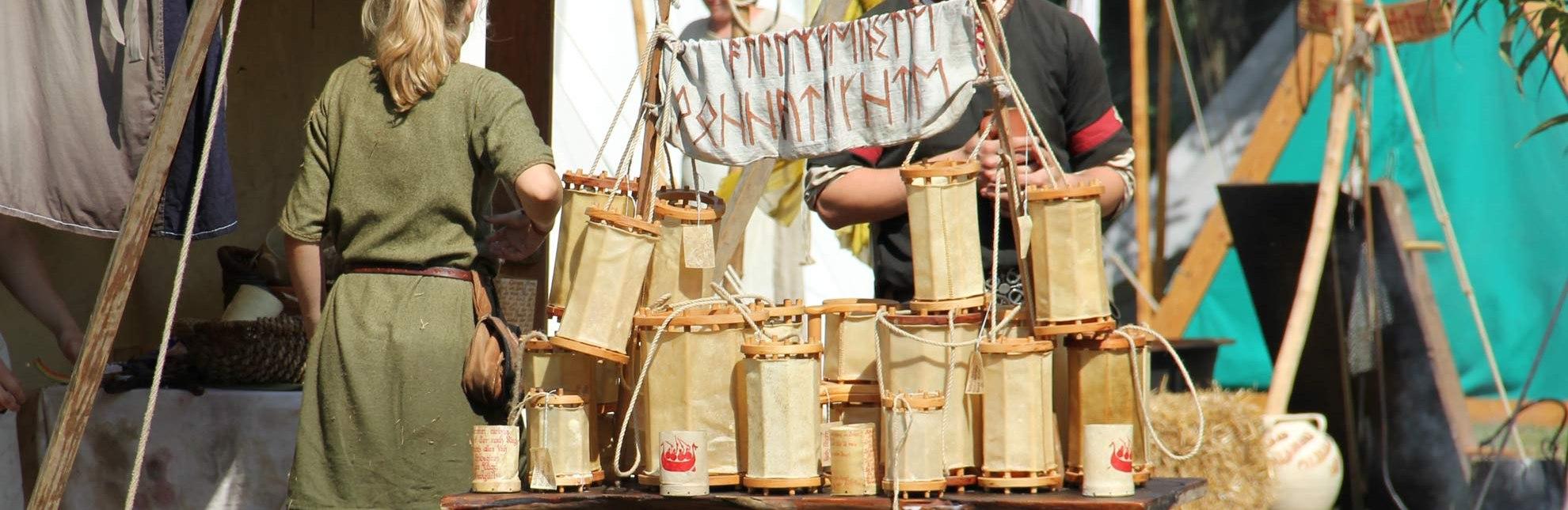 Eine Woche lang treffen sich mittelalterliche Völker uns Stämme auf der Ratzeburger Schlosswiese zum Racesburg Wylag - ein Spaß für die ganze Familie., © Carina Jahnke / HLMS GmbH