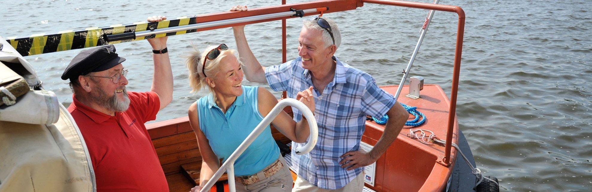 Schiffsausflug auf der Elbe in Geesthacht mit der Stadtbarkasse Piep, © photocompany