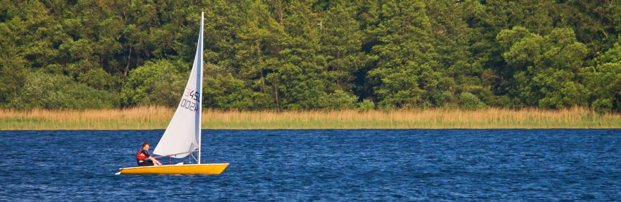 Das Revier dieses Seglers ist der Ratzeburger See., © Thomas Ebelt / HLMS GmbH