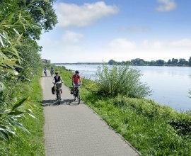 Elberadweg bei Lauenburg, © photocompany