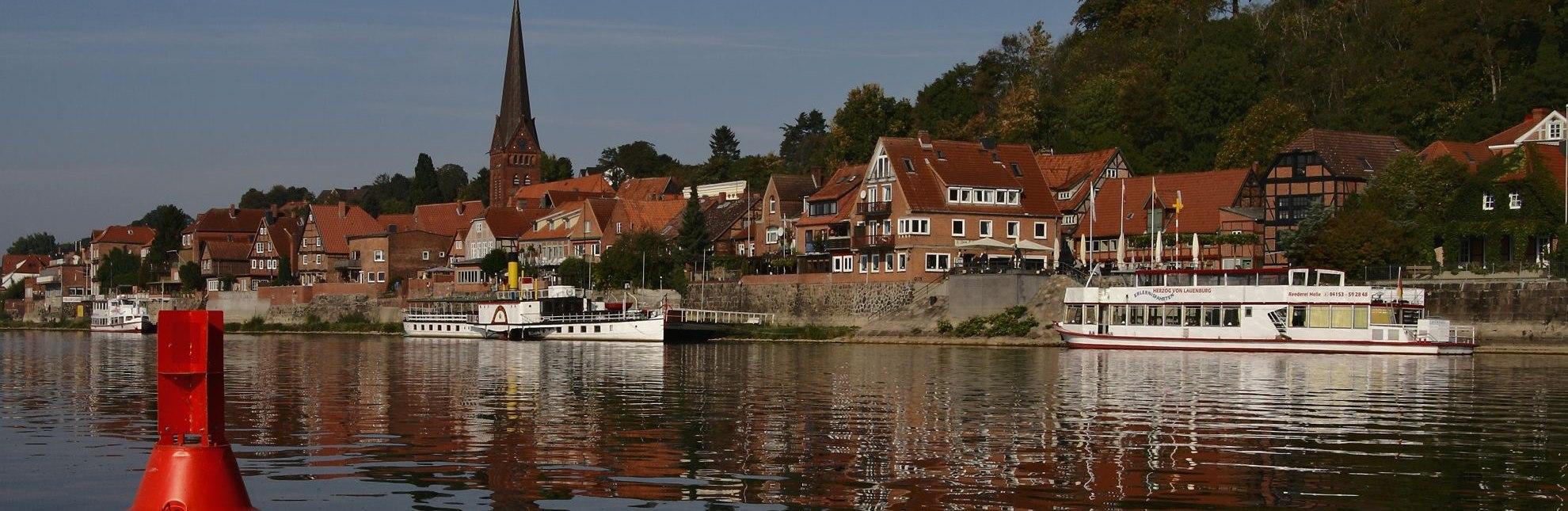 Altstadt an der Elbe mit Raddampfer Kaiser Wilhelm und Herzog von Lauenburg, Lauenburg, © Jens Demuth