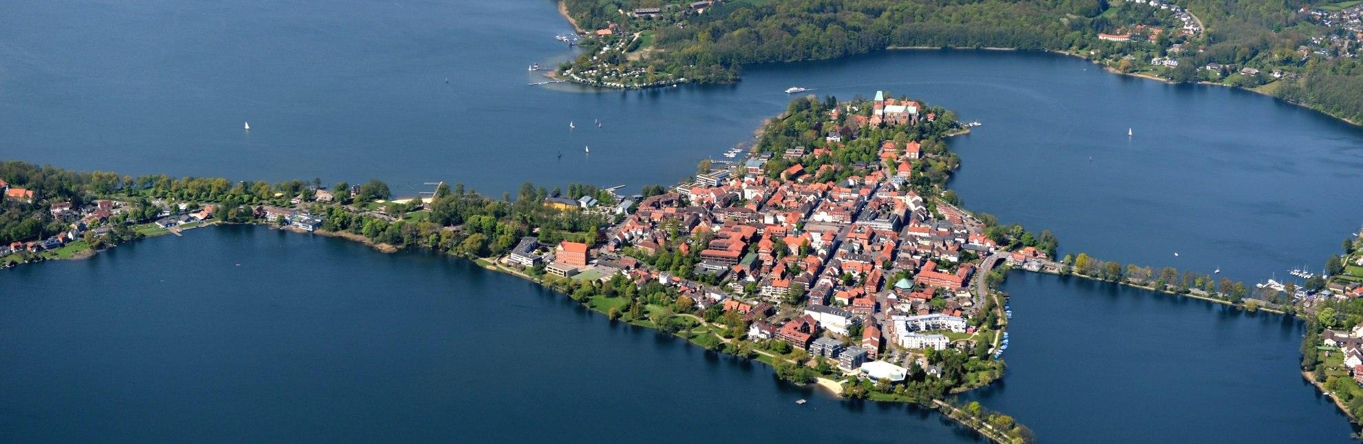 Die Stadtinsel im Ratzeburger See ist durch drei Dämme mit dem Festland verbunden., © Tourist-Info Ratzeburg / Burkhard Kuhn