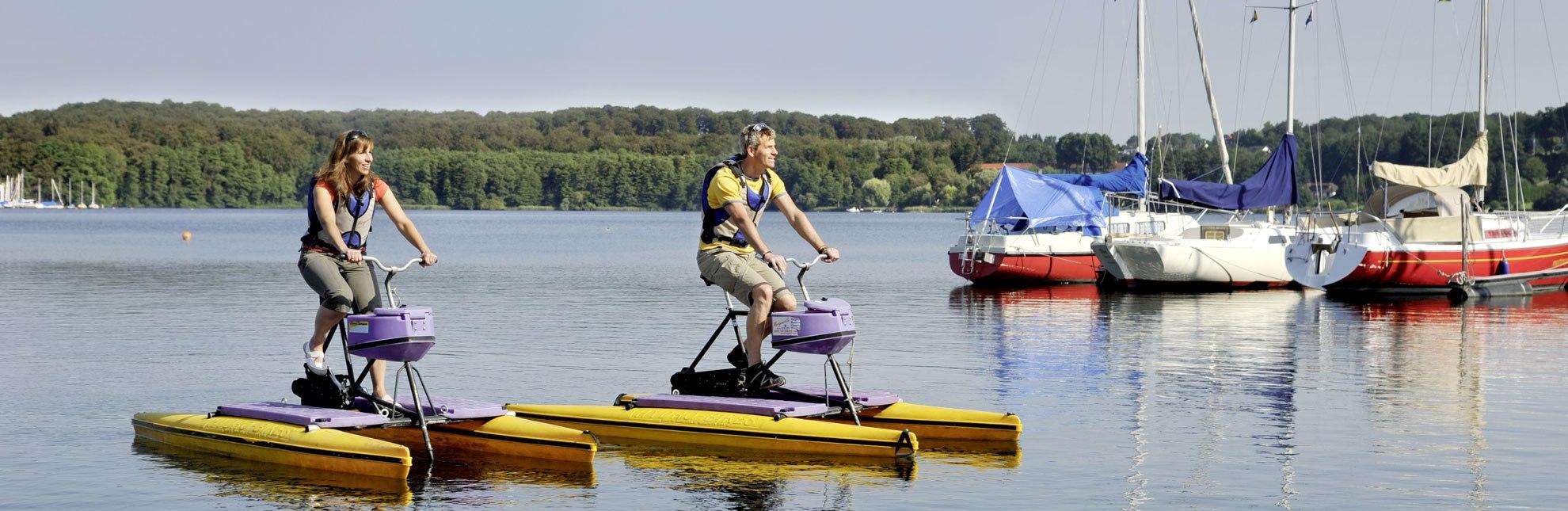 Fahrrad fahren auf dem Wasser? Auf dem Ratzeburger See ist es möglich!, © photocompany GmbH / HLMS GmbH
