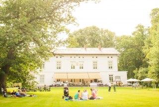 Herrlich entspannt ist die Stimmung beim Picknick am Herrenhaus in Bliestorf., © Nicole Franke / HLMS GmbH