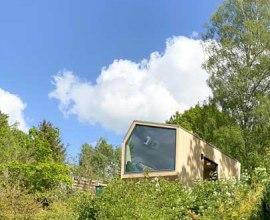 Der Stellplatz des Green Tiny House befindet sich oben am Hang., © Green Tiny Houses