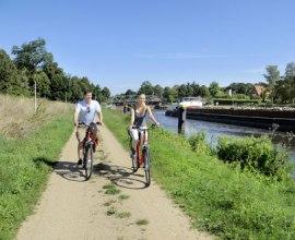 Radfahrer an der Dückerschleuse entlang der Alten Salzstraße, © photocompany GmbH