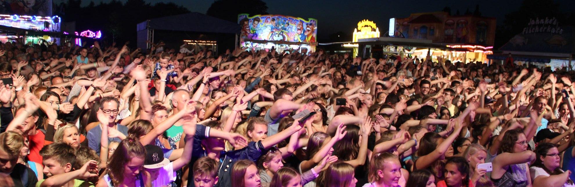 Begeistertes Publikum beim Live-Konzert von Max Giesinger zum Abschluss des Geesthachter Elbfestes, © Tourist-Information Geesthacht