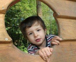 Kind auf dem Spielplatz in Geesthacht Grünhof, © Timo Jann