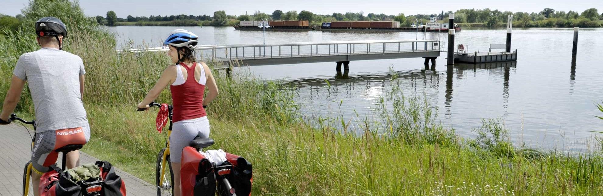 Mit dem Rad an der Elbe, © photocompany/ HLMS