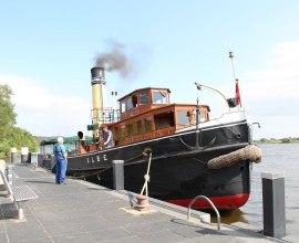 Der historische Dampfeisbrecher Elbe von 1917 liegt am Schiffsanleger Geesthacht., © Tourist-Information Geesthacht