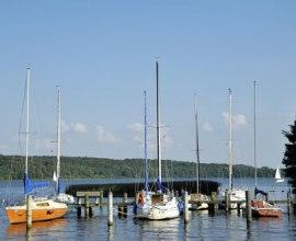 kleine Anlegestelle mit Segelbooten am Ratzeburger See, © photocompany GmbH